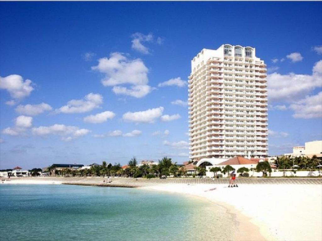 沖繩海灘塔飯店 (The Beach Tower Okinawa Hotel)