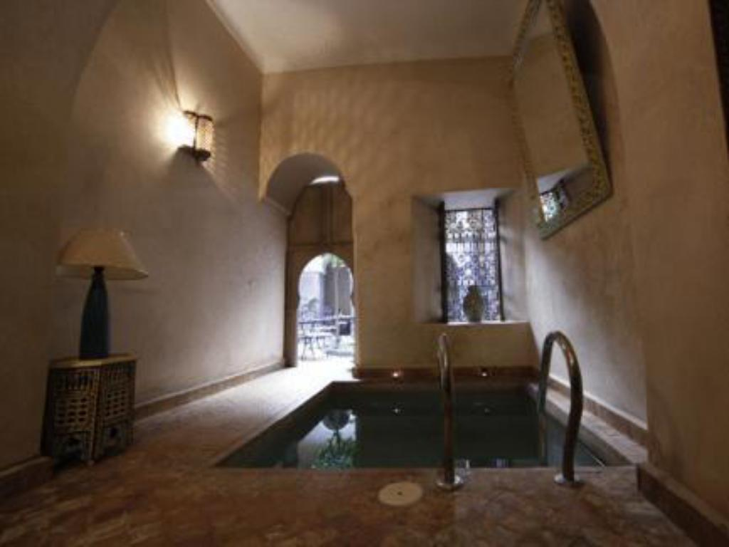 Swimming pool Riad Arocha