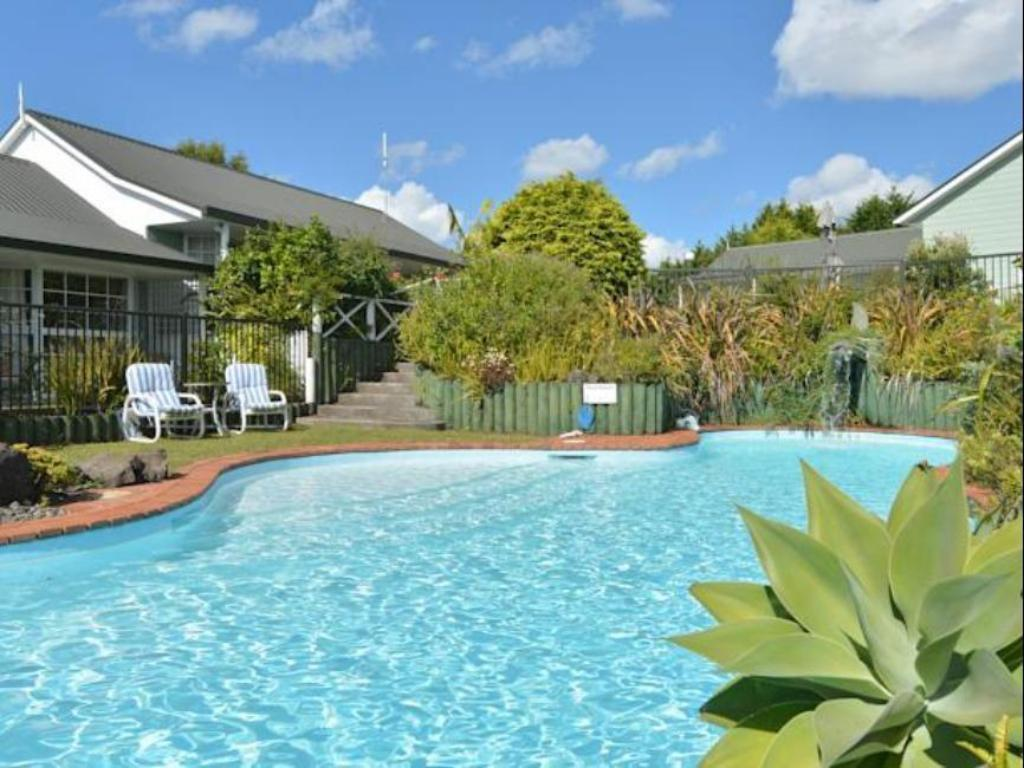Swimming pool [outdoor] Ash Grove Boutique Motel