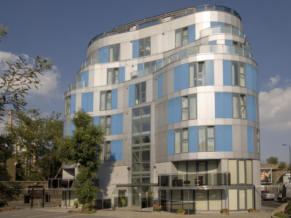 Exterior View Chelsea Bridge Apartments