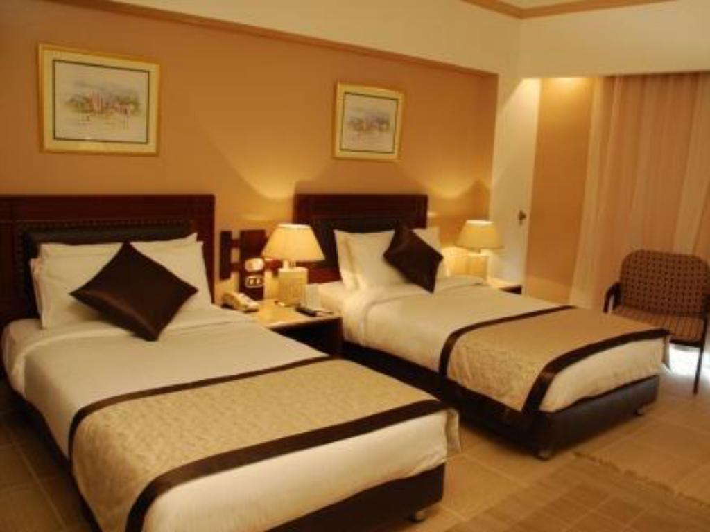 Standard Triple Room - Bed Pyramids Park Resort Cairo (Formerly Intercontinental Pyramids)