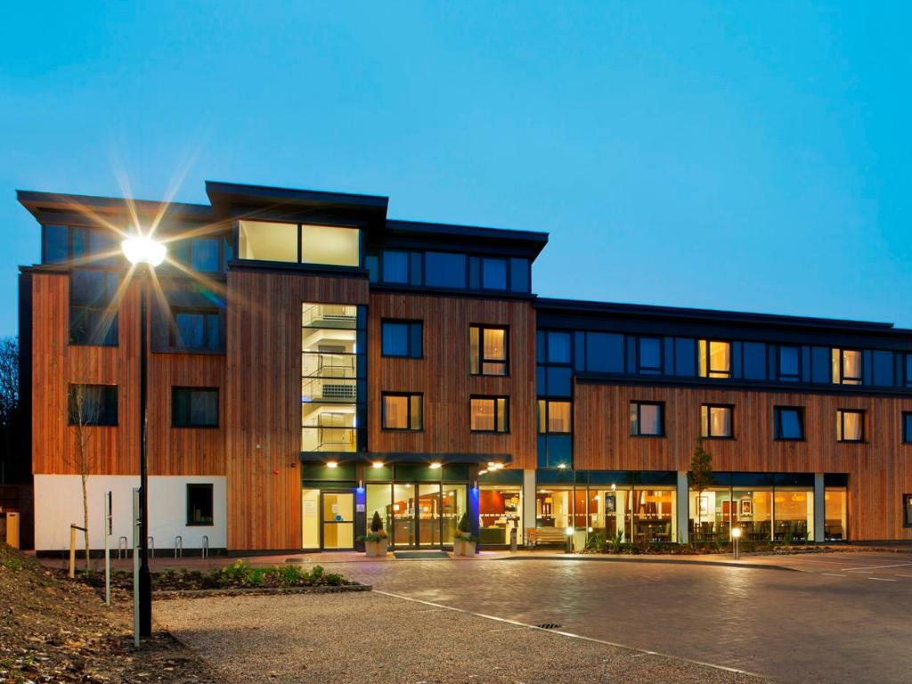 More about Holiday Inn Express Cambridge-Duxford M11 JCT.10