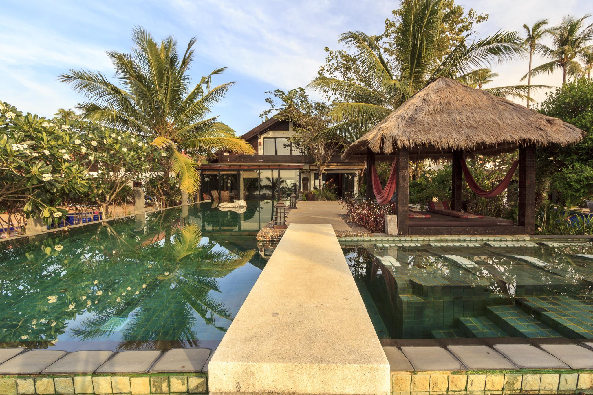 Luxury Beachfront Pool Villa