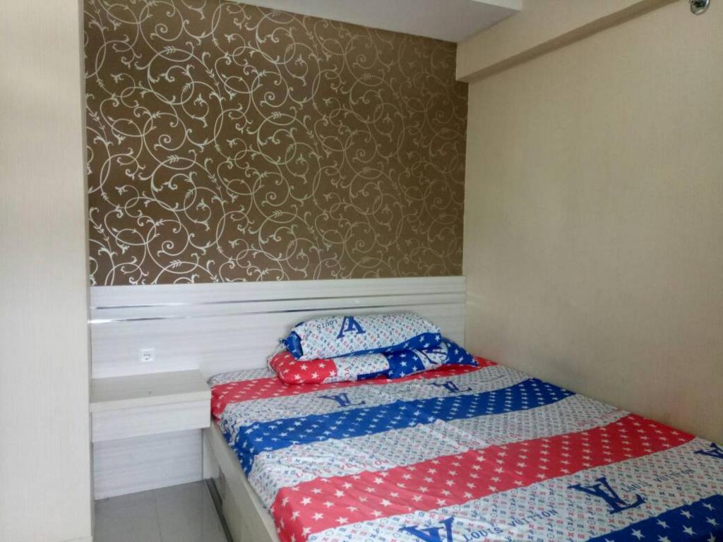 Bed Green Pramuka City 2BR Deluxe by Novi 19