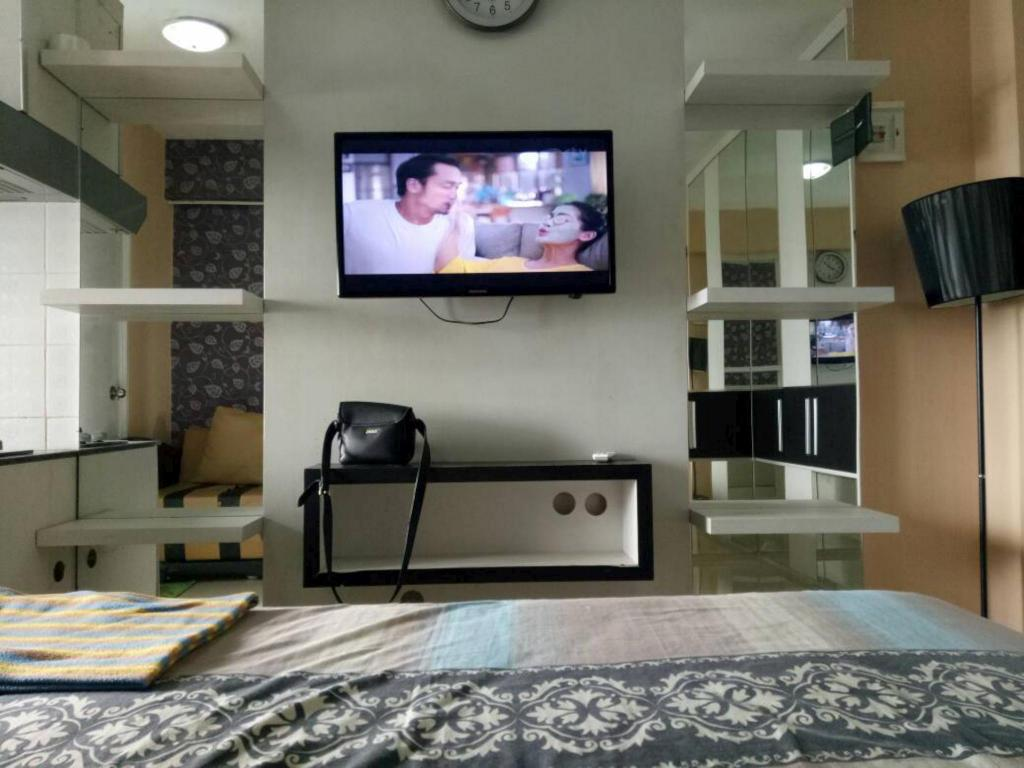 Guestroom Green Pramuka City Studio Room by Novi 3