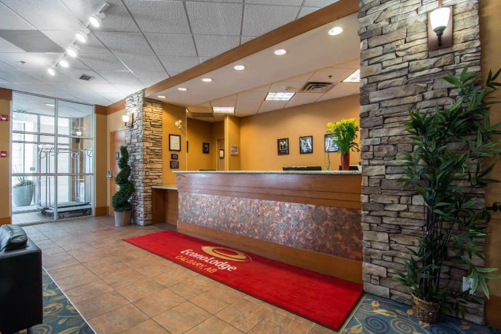 Lobby Econo Lodge Inn and Suites University Calgary