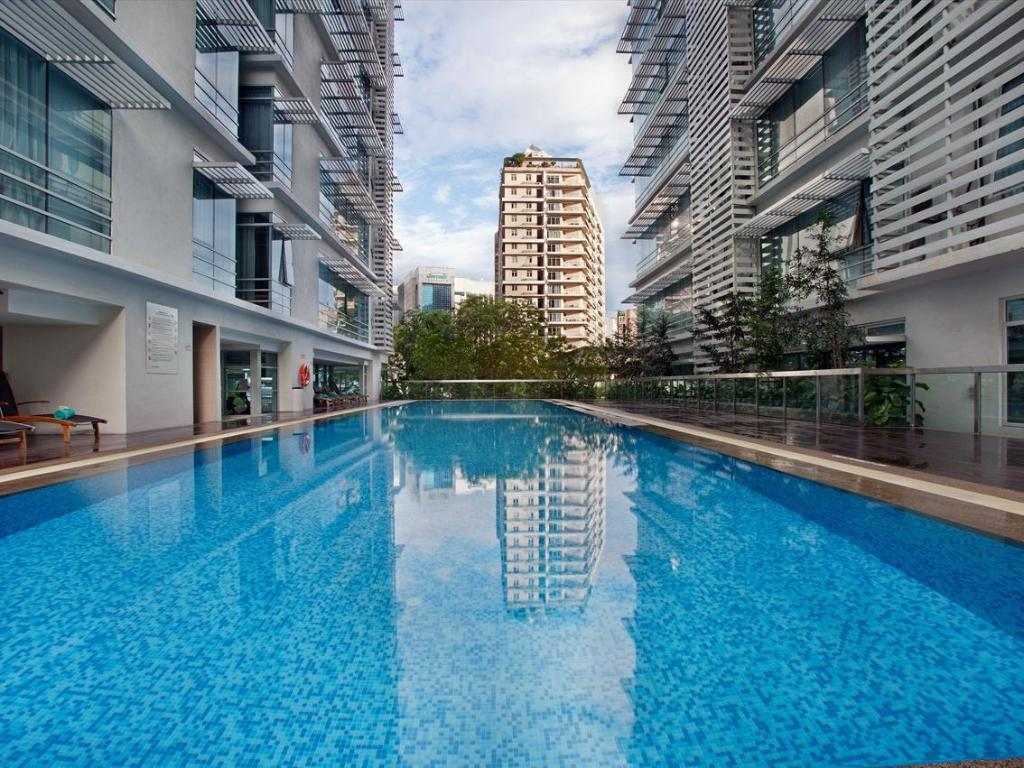 Best price on parkroyal serviced suites kuala lumpur in - Best hotel swimming pool in kuala lumpur ...