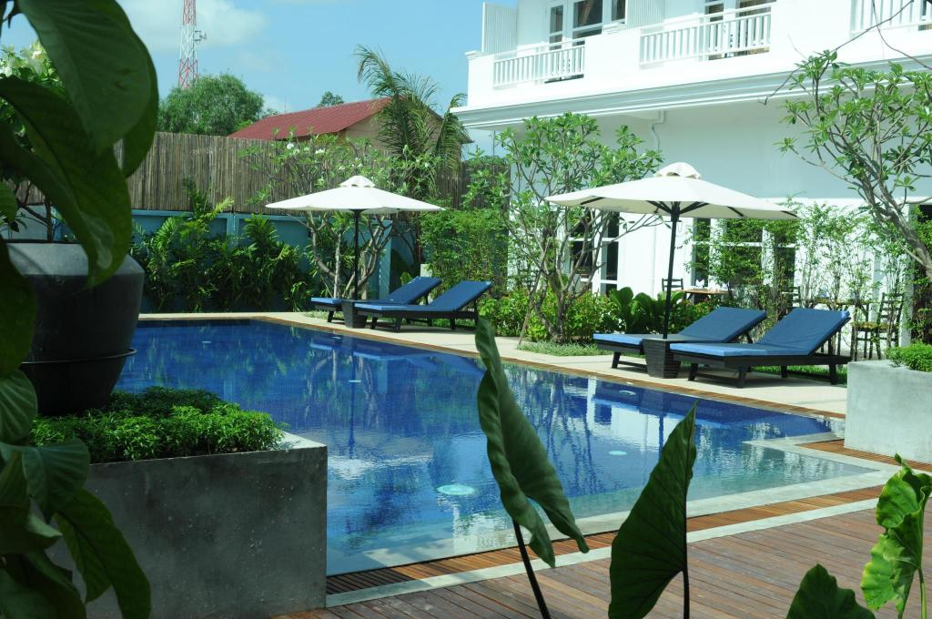 Swimming pool [outdoor] Frangipani Villa Hotel
