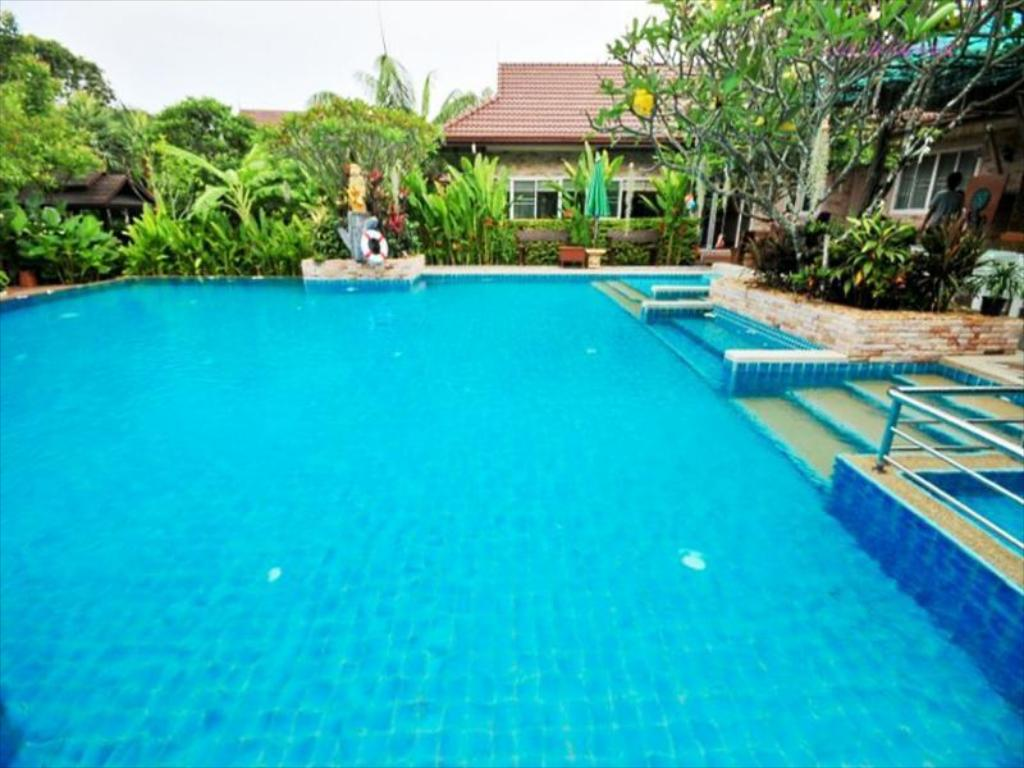 Swimming pool [outdoor] Villa Wanida Garden Resort