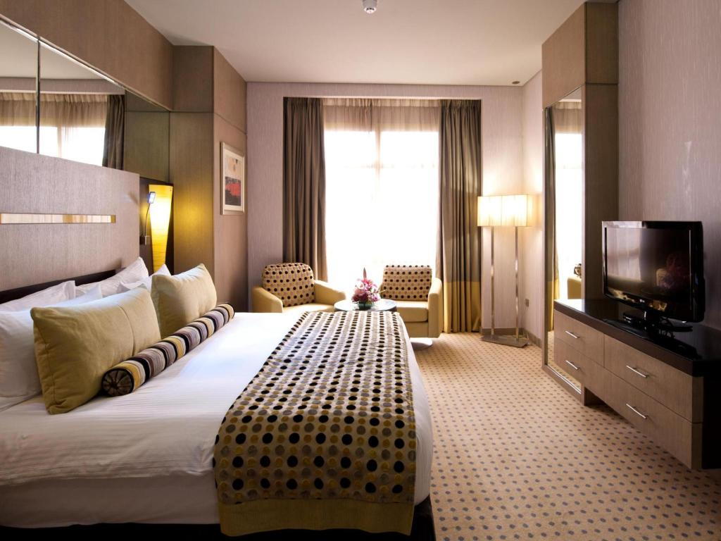 Deluxe Room - Guestroom TIME Grand Plaza Hotel - Dubai Airport