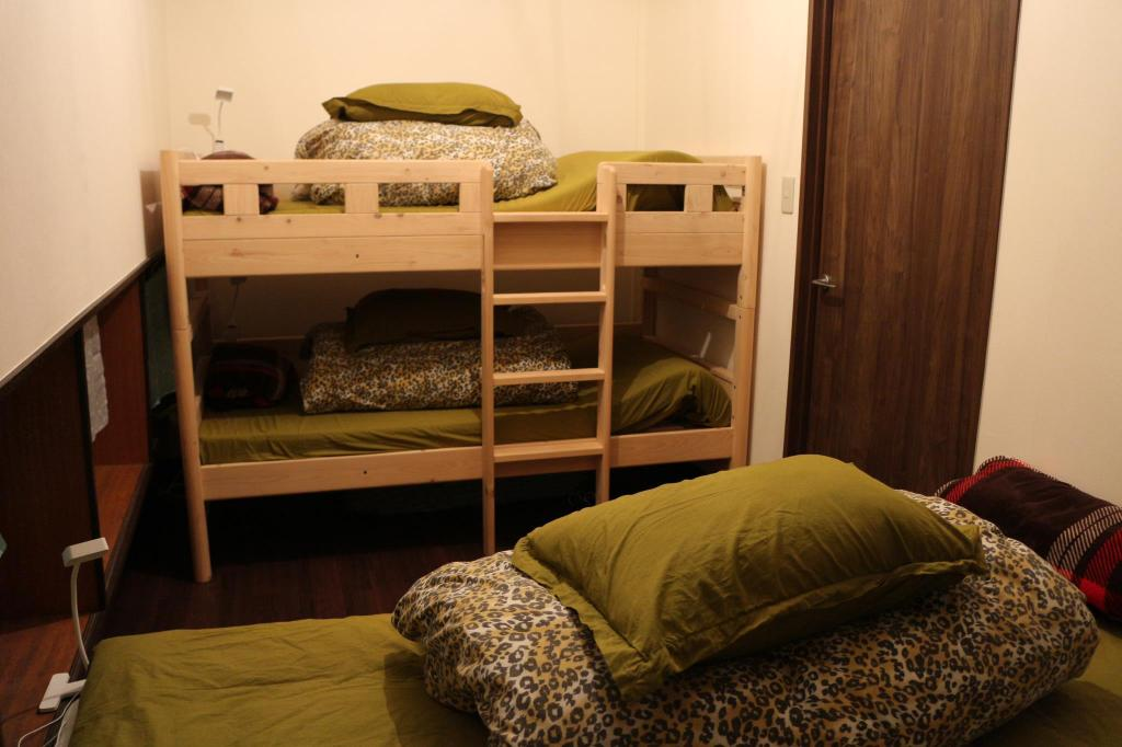 Bunk Bed in Female Dormitory Room with Shared Bathroom - Bed Makoto House