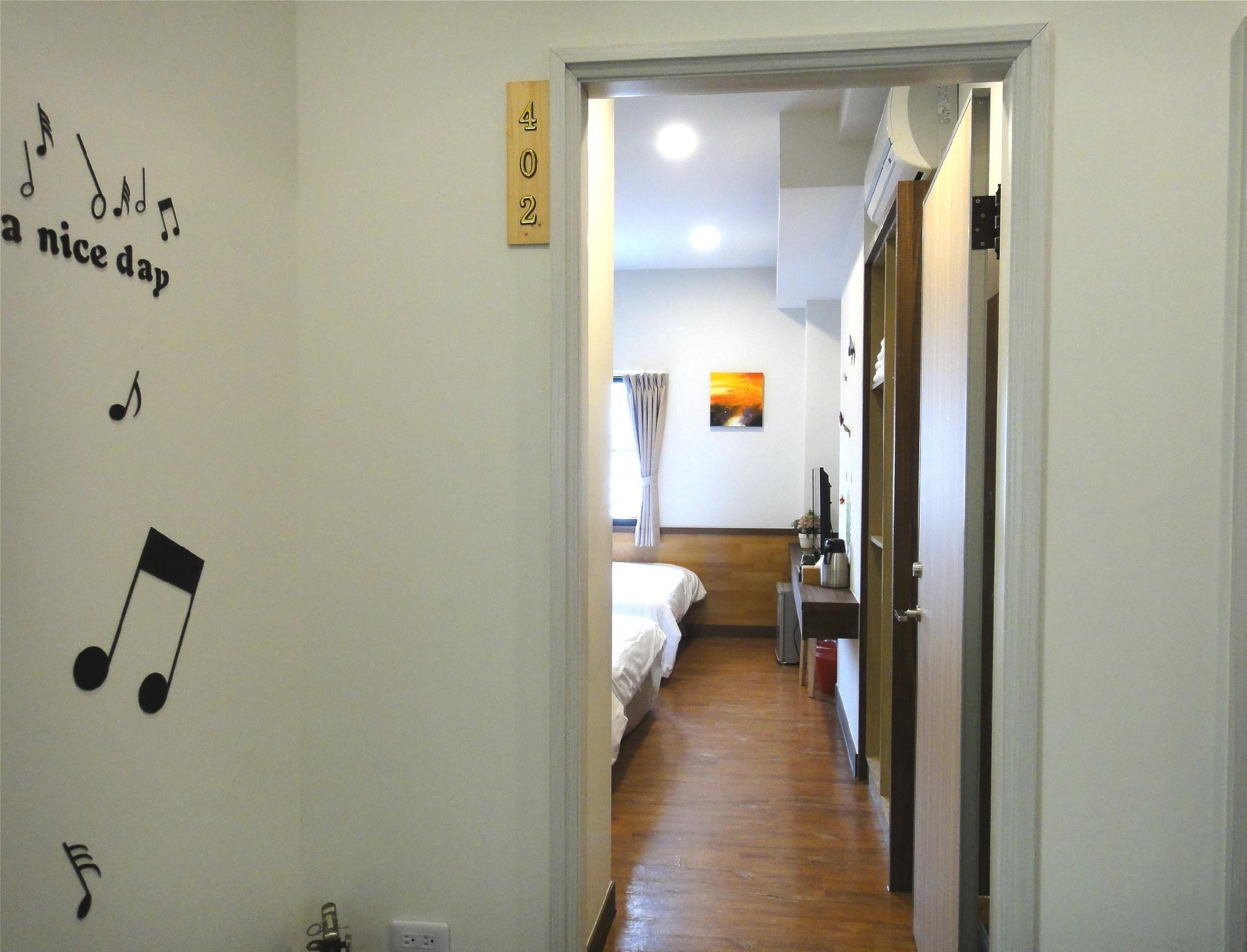 温暖家庭房 (Warm Family Room)