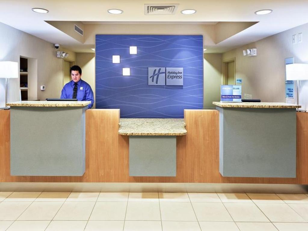 Holiday Inn Express & Suites El Paso Airport Hotel (El Paso