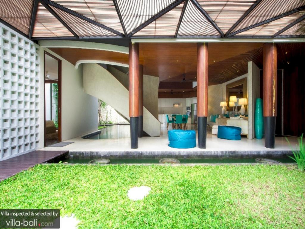 More about Villa Natayani