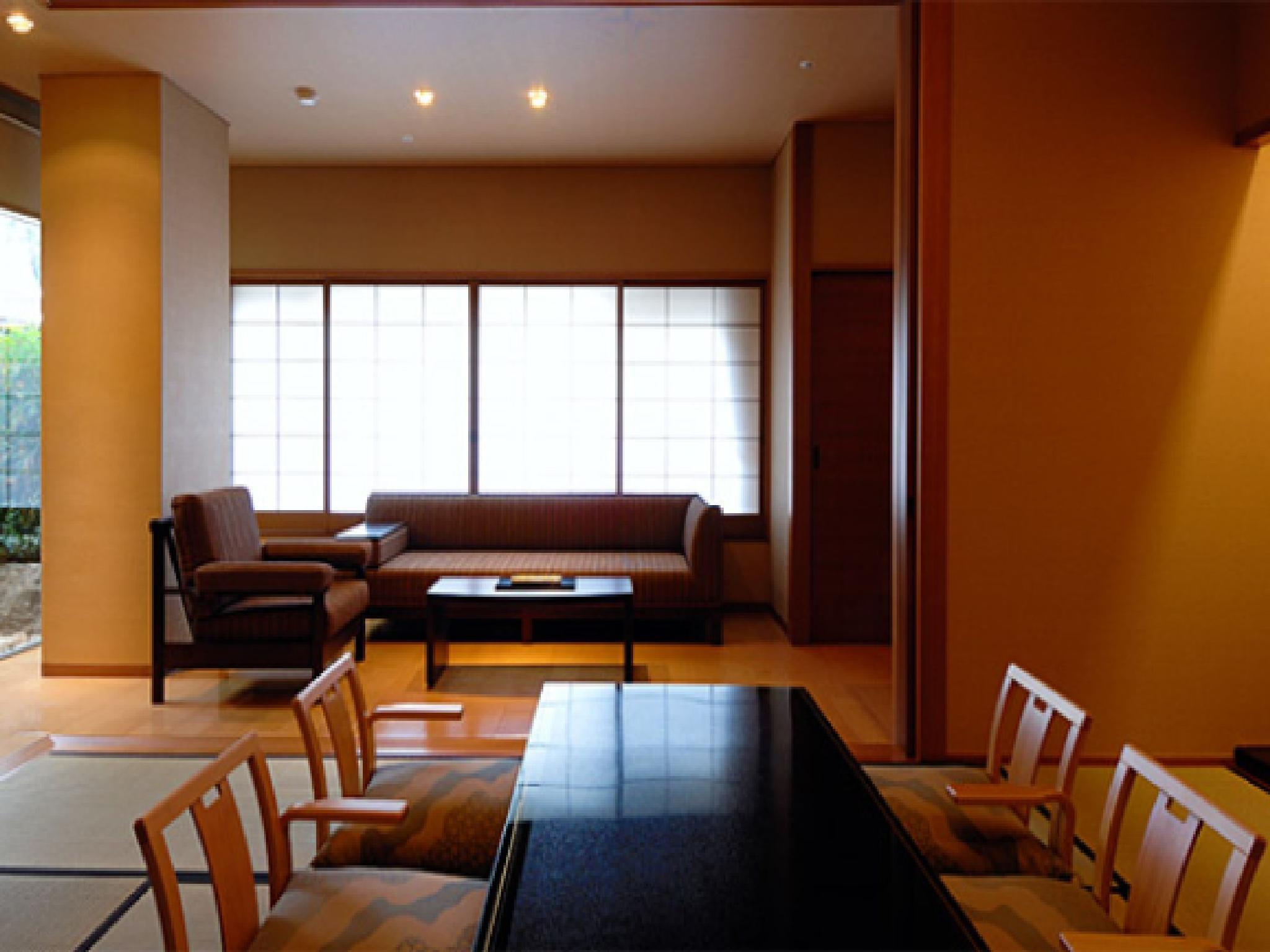 Family Room with Tatami Area and Private Open-Air Bath with River View