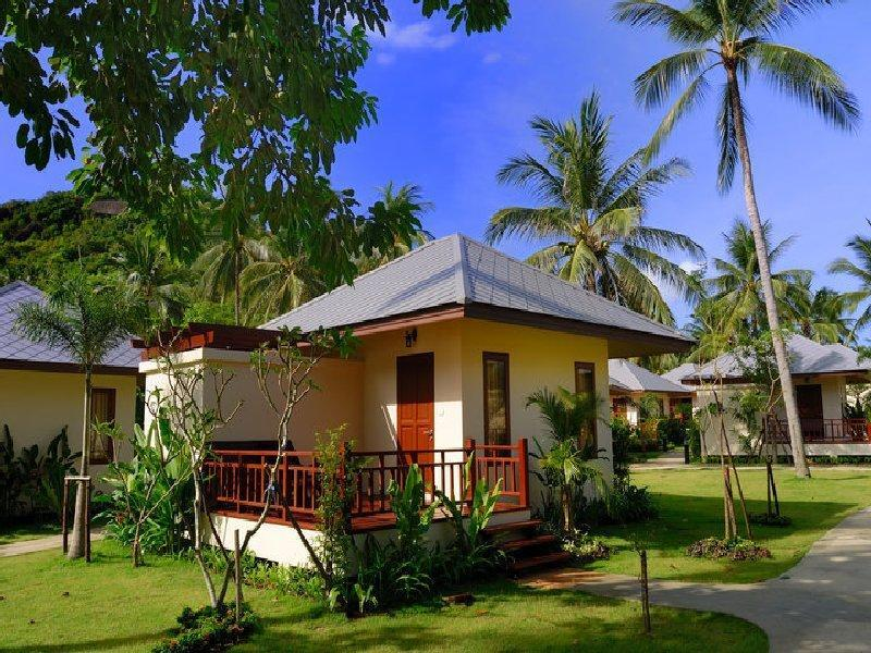 One Bedroom Bungalow with Garden View