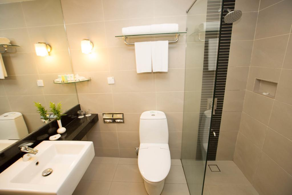 Deluxe Twin Room - Bathroom Summit Hotel KL City Centre
