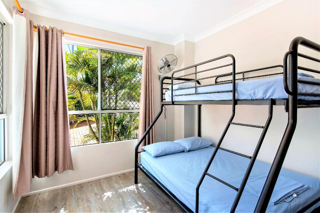 Private Room with Shared Bathroom - Bedroom Aquarius Gold Coast