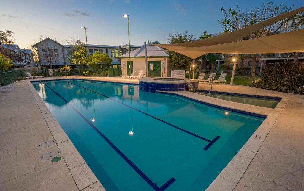 utomhuspool Perth Ascot Central Apartment Hotel