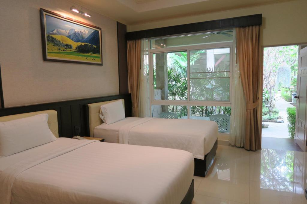Twin Room with Balcony - Bed Villa Wanida Garden Resort