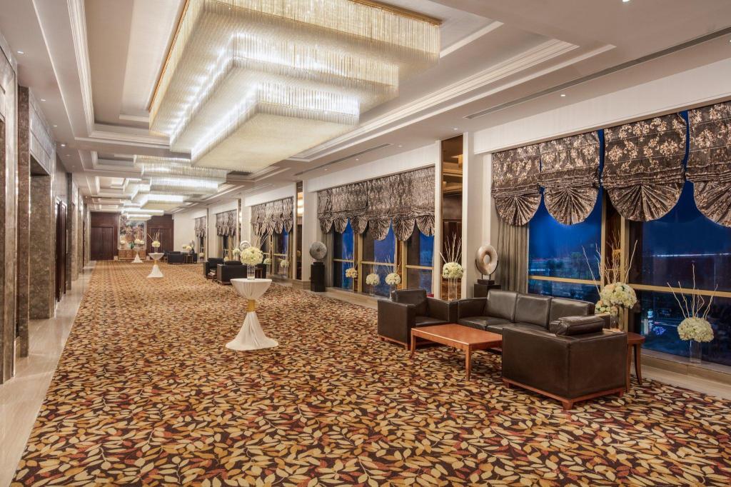 Crown Riverside Room