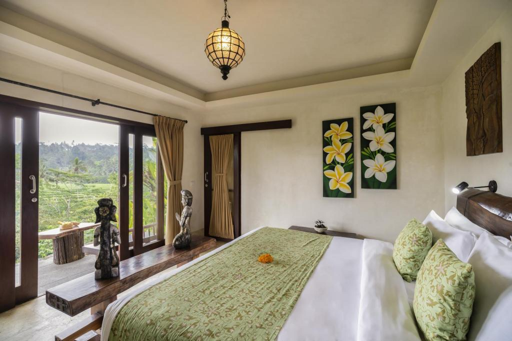 1 King Bed One Room Suite View - Bed Adiwana Dara Ayu Villas