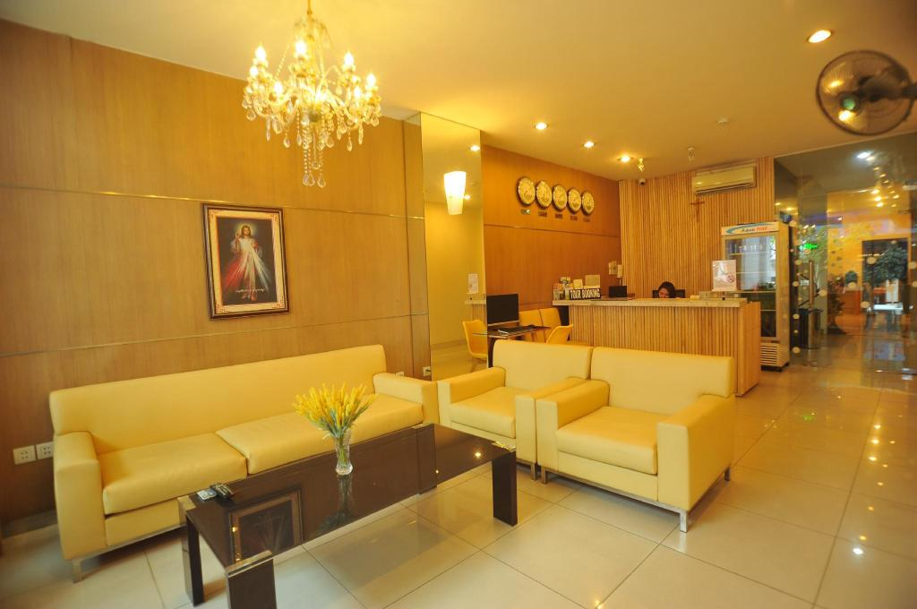 Lobby Holiday Hotel
