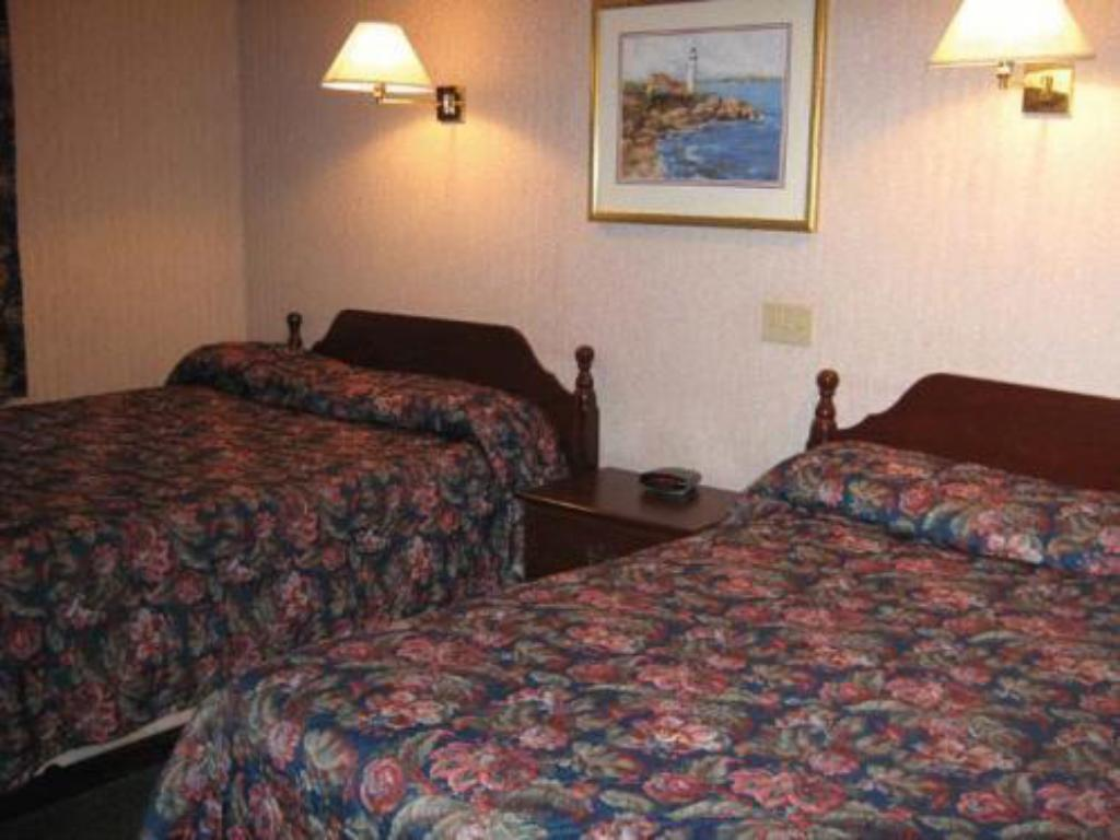 Suite Whirlpool Bathtub - Bed Canadas Best Value Inn & Suites - Charlottetown, PE