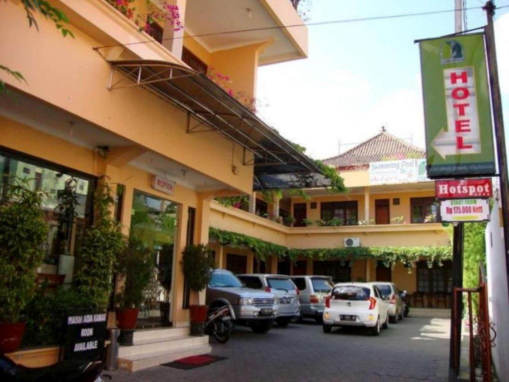 Best Price On Gloria Amanda Hotel Yogyakarta In Reviews
