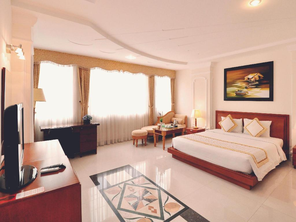 More about Tan Hoang Long Hotel
