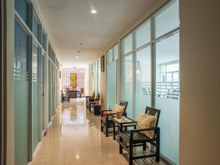 Lobby AP Suite & Apartment
