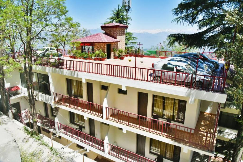 Pohled zvenku Bear Valley Resort Dalhousie (Bear Valley Resort)