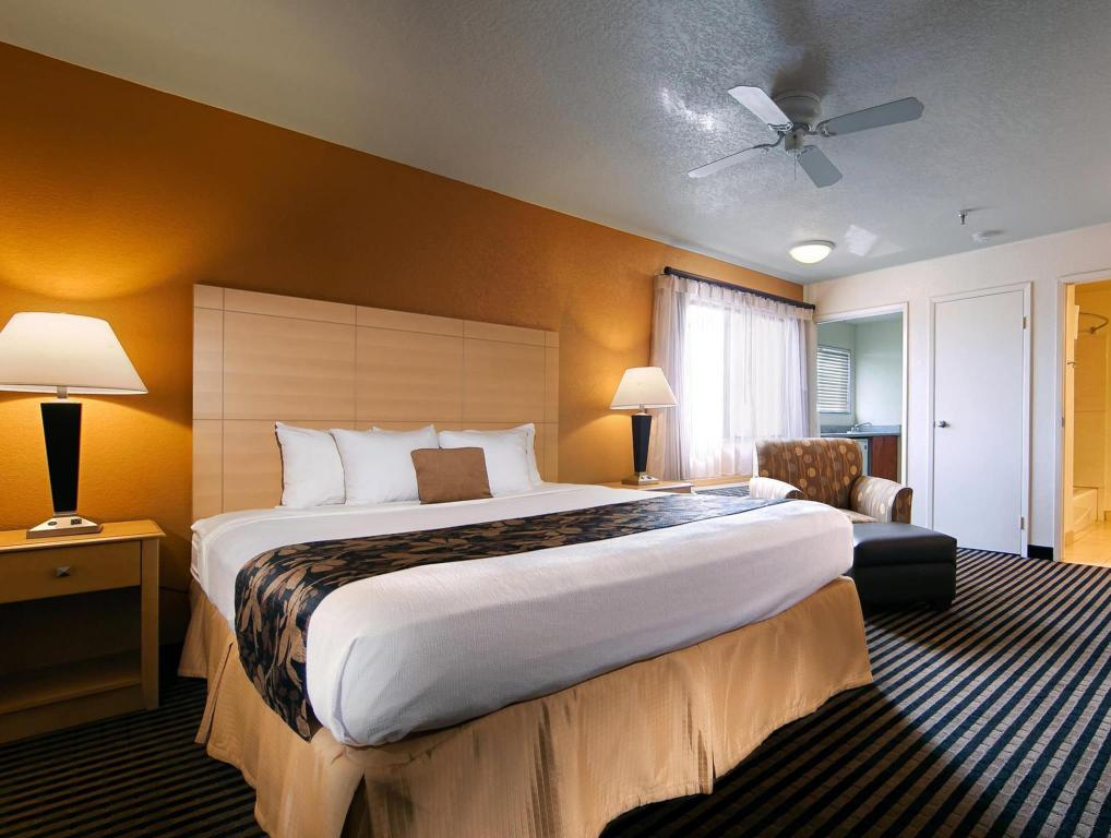 King Room - Bed Best Western Plus Executive Inn and Suites