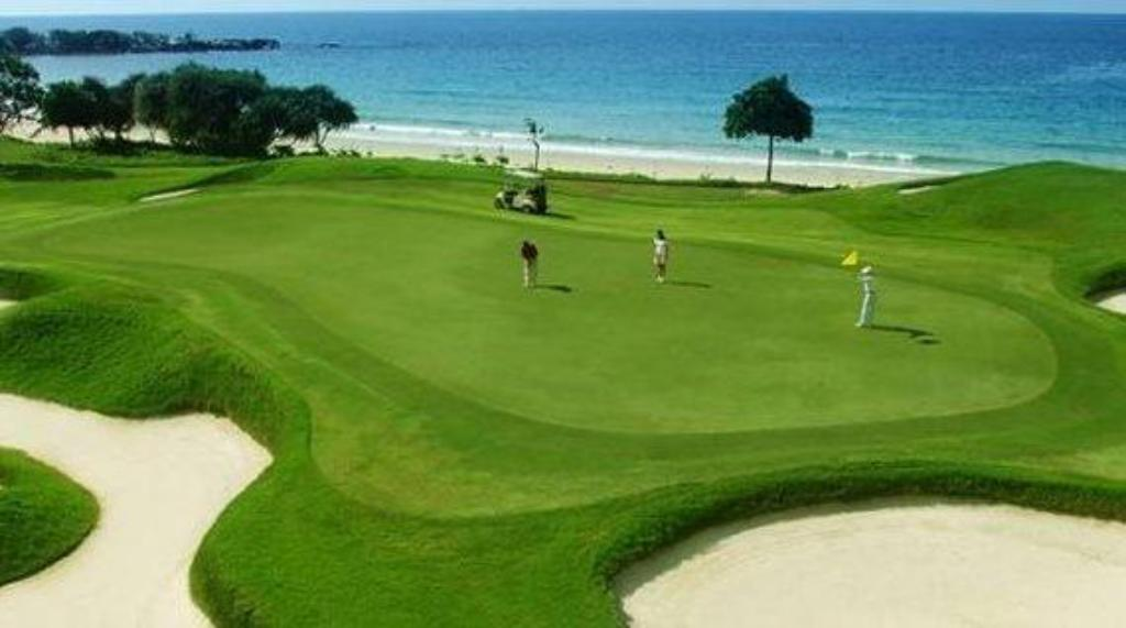 Campo de golfe (no local) Lorin Belitung Beach Resort