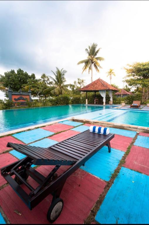 Piscina exterior Lorin Belitung Beach Resort