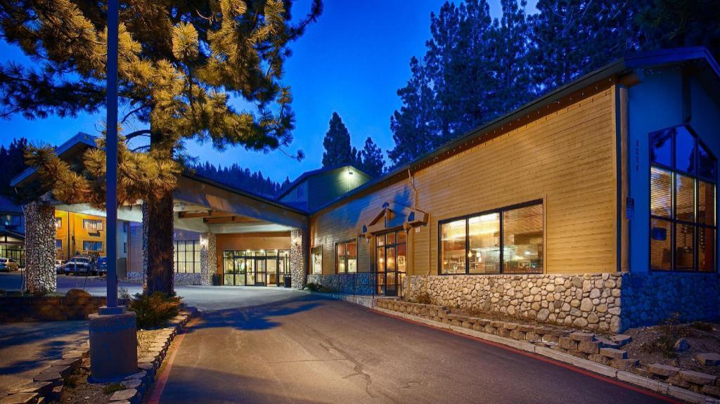 Best Western Plus High Sierra Hotel in Mammoth Lakes (CA