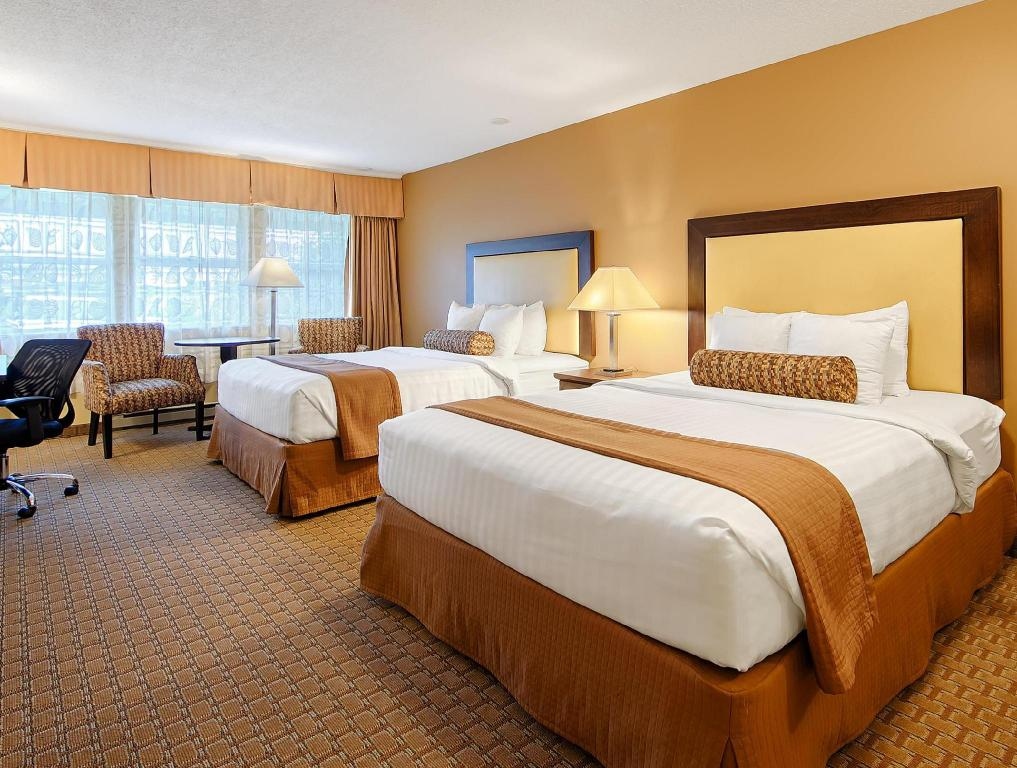 2 Queen Beds - No Smoking - Guestroom Best Western Plus Emerald Isle Hotel