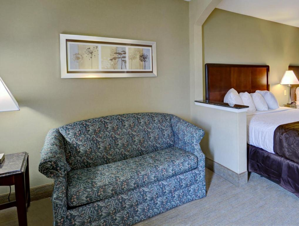 Double Room with Sofa Bed Best Western PLUS Inn at Hunt Ridge