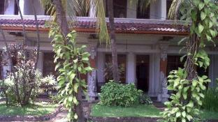 Padang Lovina Sea Side Cottages