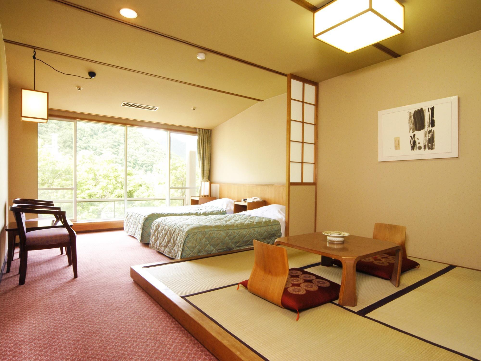 Japanese Western Style Room with 2 Single Beds