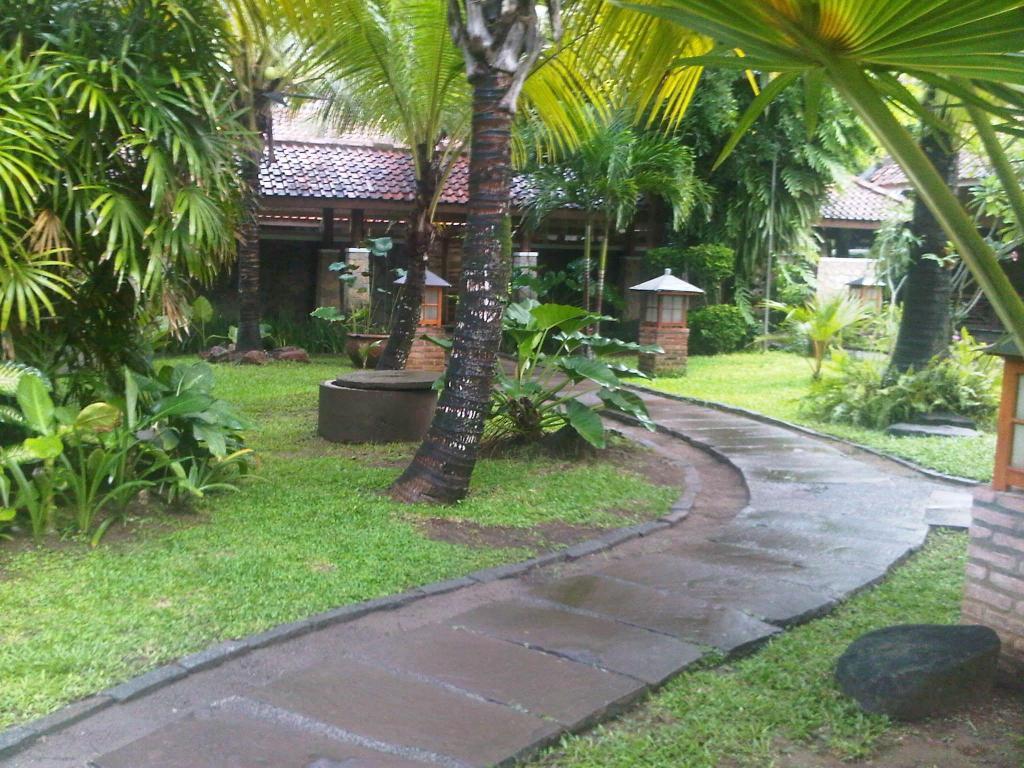 Best Price on Sunrise Beach Hotel Pangandaran in Pangandaran + Reviews