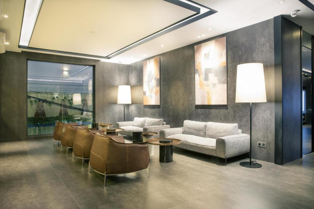 Lobby One Residence Hotel & Apartment