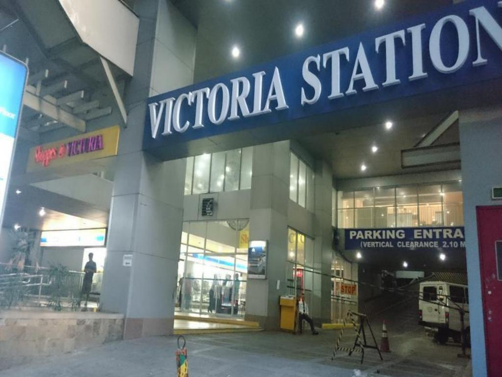 Victoria Station 1 Shared Condo, Budget Double Room FAN ONLY