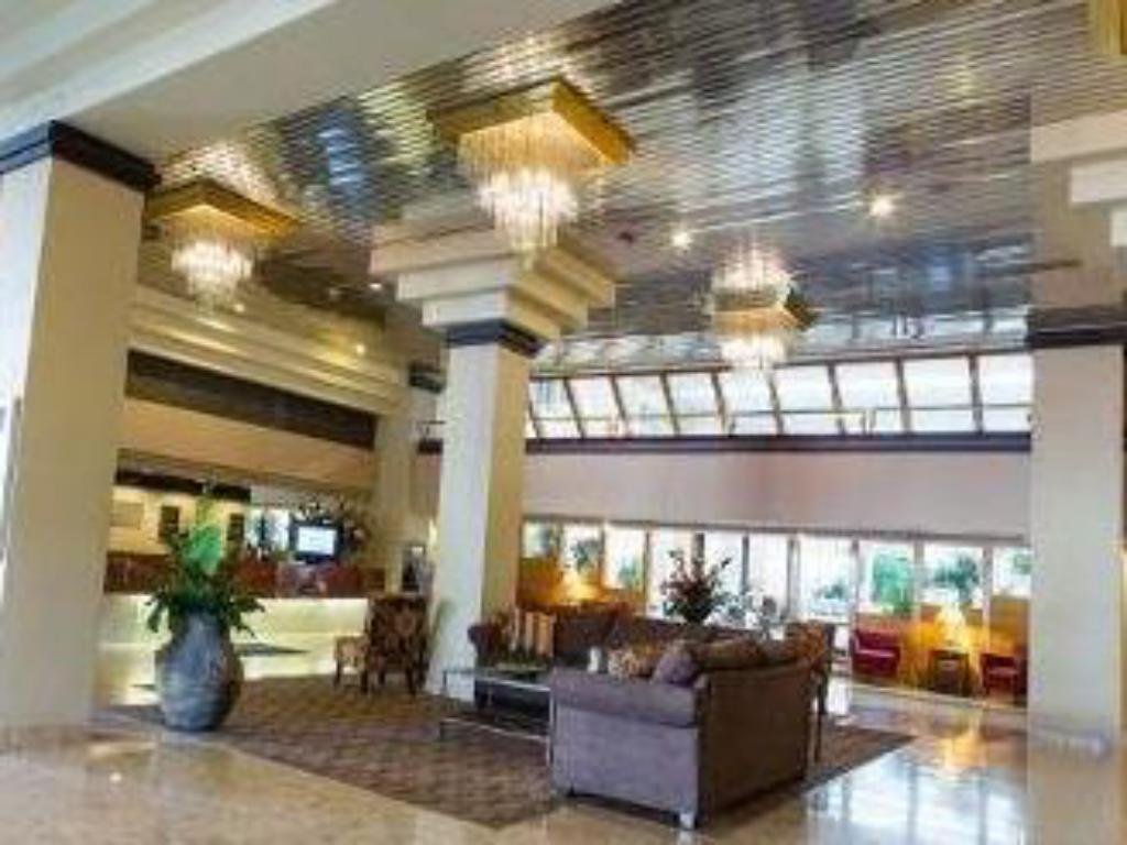 Lobby Ramada Toledo Hotel and Conference Center