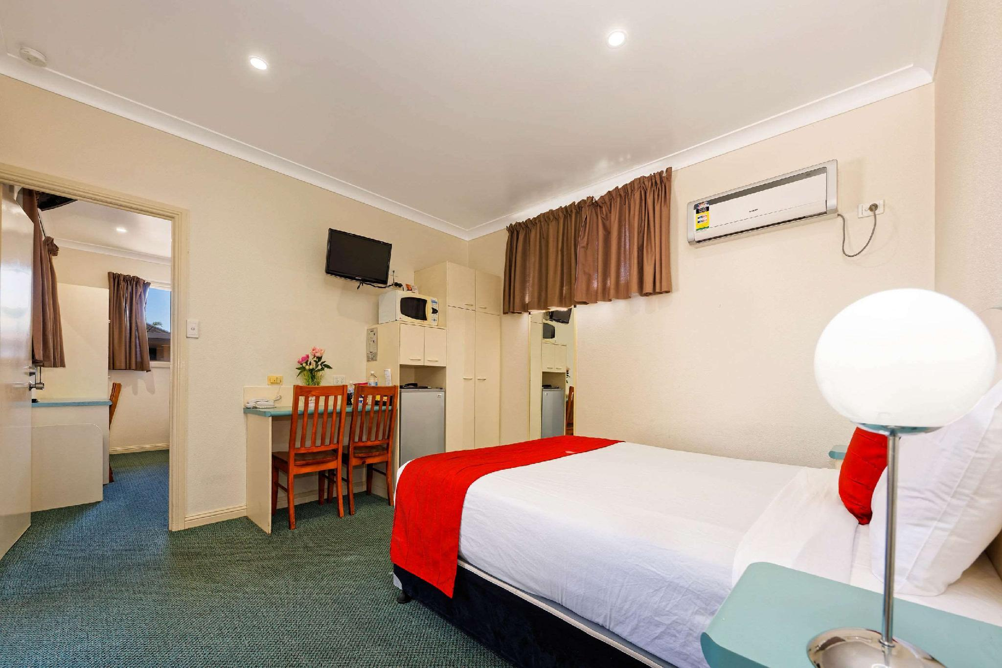 2 Queen Beds, 2 Single Beds, Suite, Smoke Free