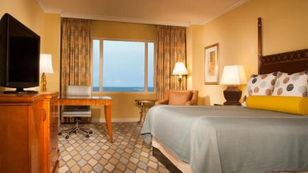 Deluxe Room with 1 King Bed - Guestroom Omni Orlando Resort at ChampionsGate