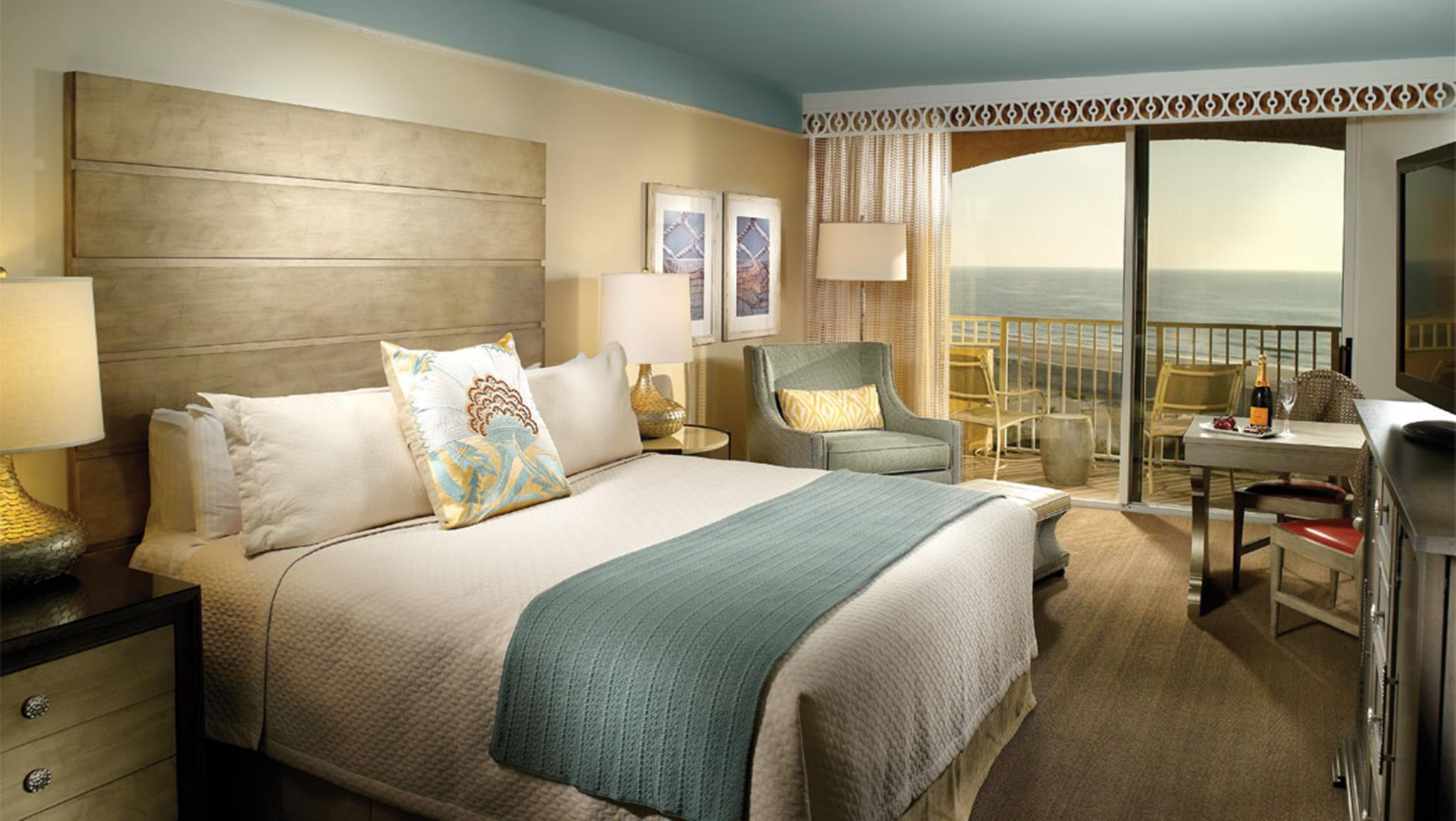 Premier Ocean View Room – 1 King Bed