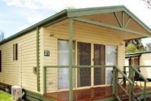 Deluxe Two-Bedroom Cabin (4 Persons)