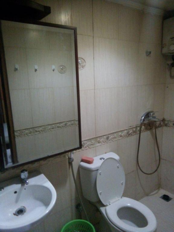 Bathroom 2 BR Apartment Mediterania Gajah Mada - Room 3
