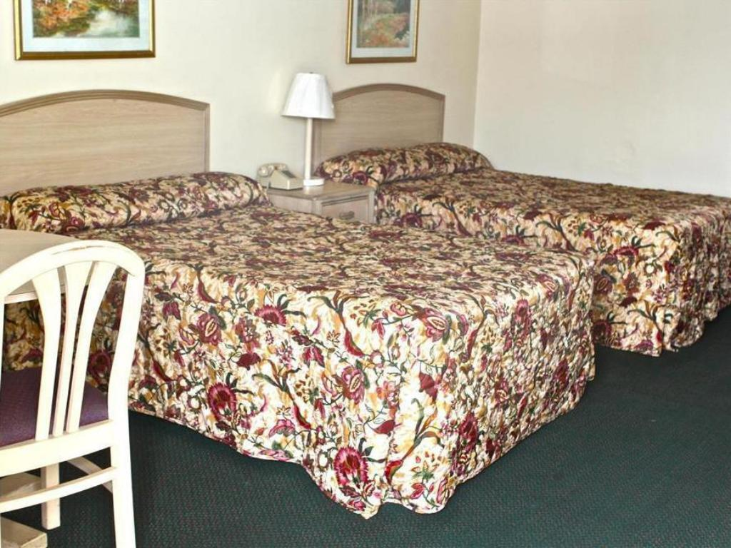 2 Queen Beds Nonsmoking - Bed Family Inns of America Mobile